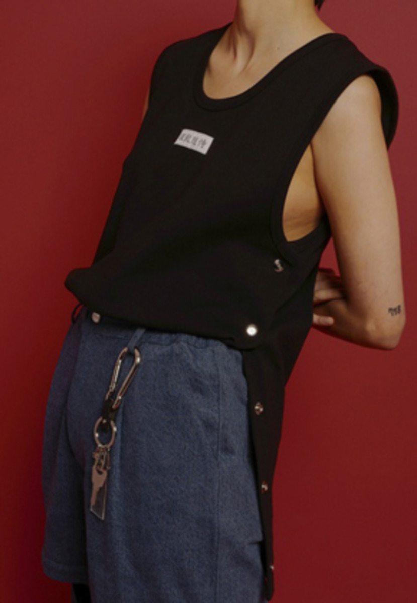 ESC Studio이에스씨스튜디오 Button Sleeveless (Black)