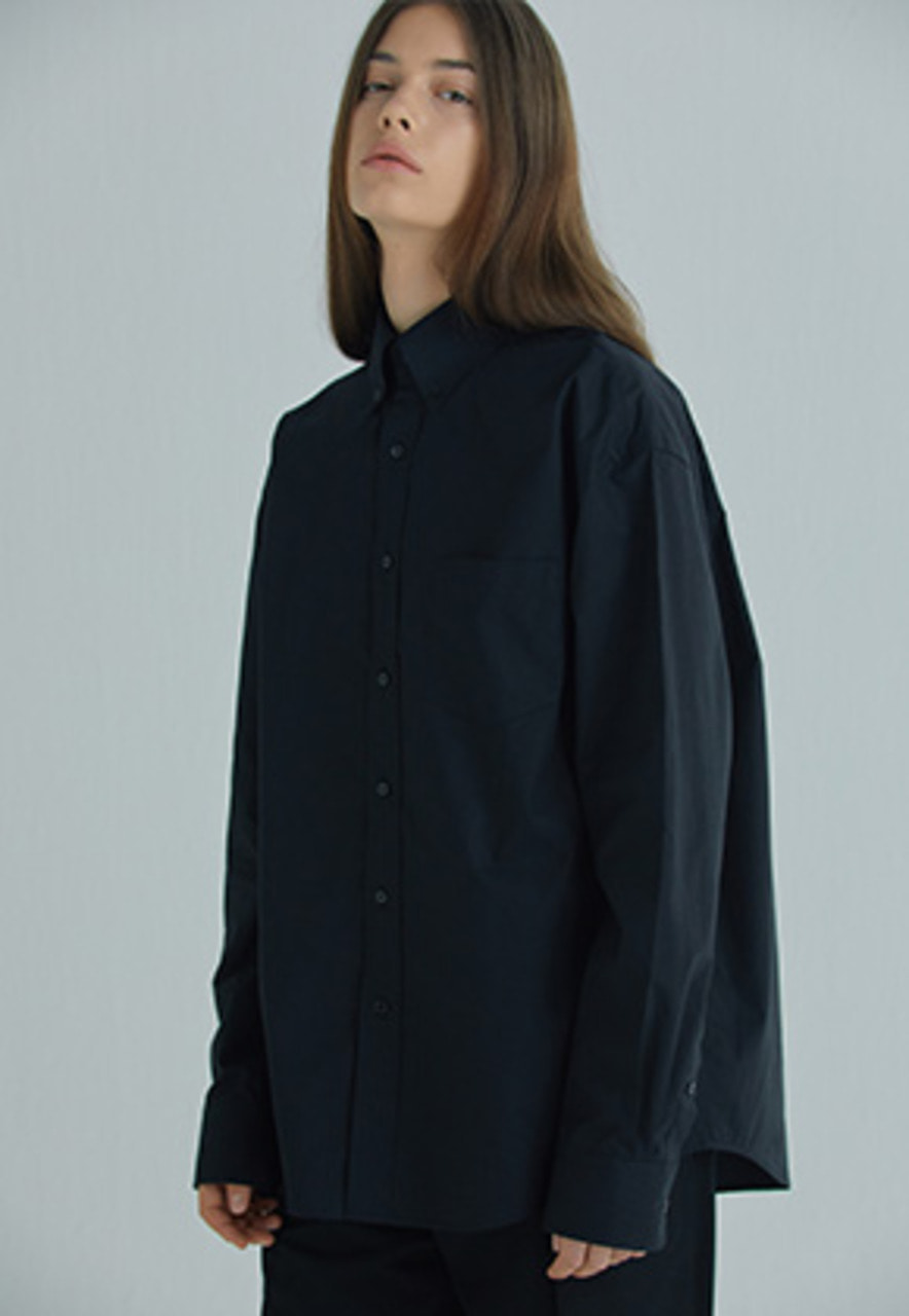 YIGNIL이그닐 BLACK OVERSIZED BUTTON-DOWN SHIRT (W)