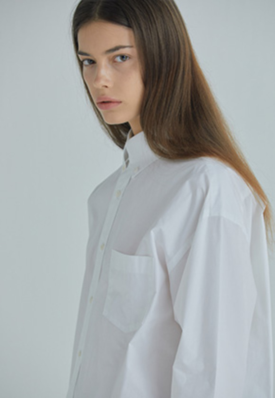 YIGNIL이그닐 WHITE OVERSIZED BUTTON-DOWN SHIRT (W)