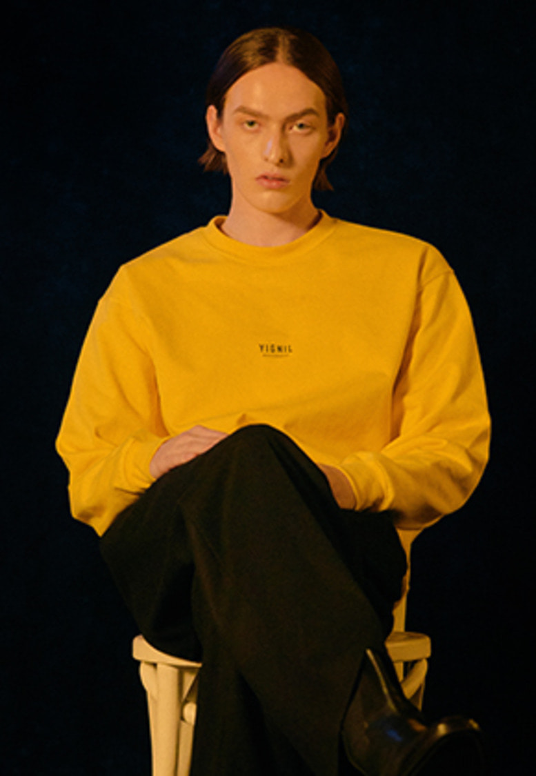 YIGNIL이그닐 Yellow Signature 'NAME-TAG' Sweatshirt