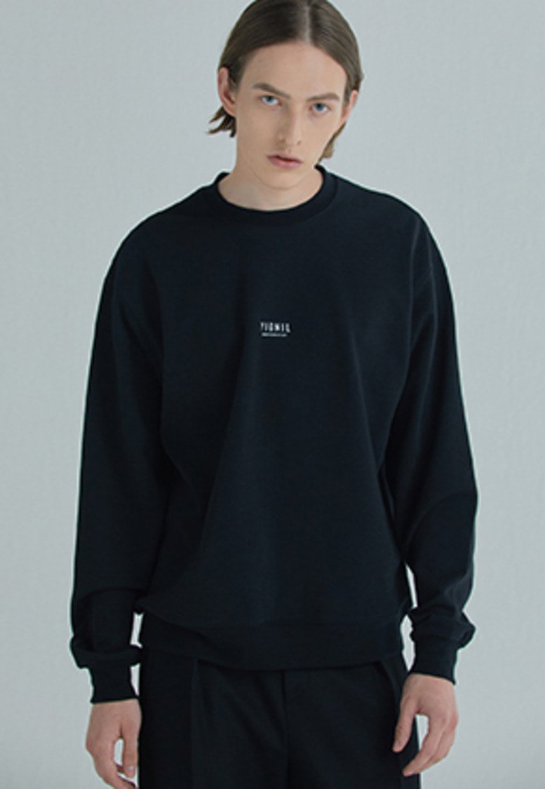 YIGNIL이그닐 Black Signature 'NAME-TAG' Sweatshirt