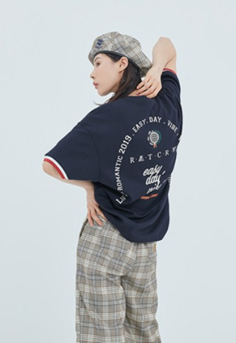 Romantic Crown로맨틱크라운 RMTCRW Studio T Shirt_Navy