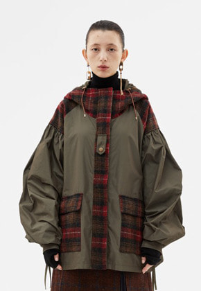 Anderssonbell앤더슨벨 MILITARY UTILITY PUFF SLEEVE HOODED JACKET awa224w(Khaki)