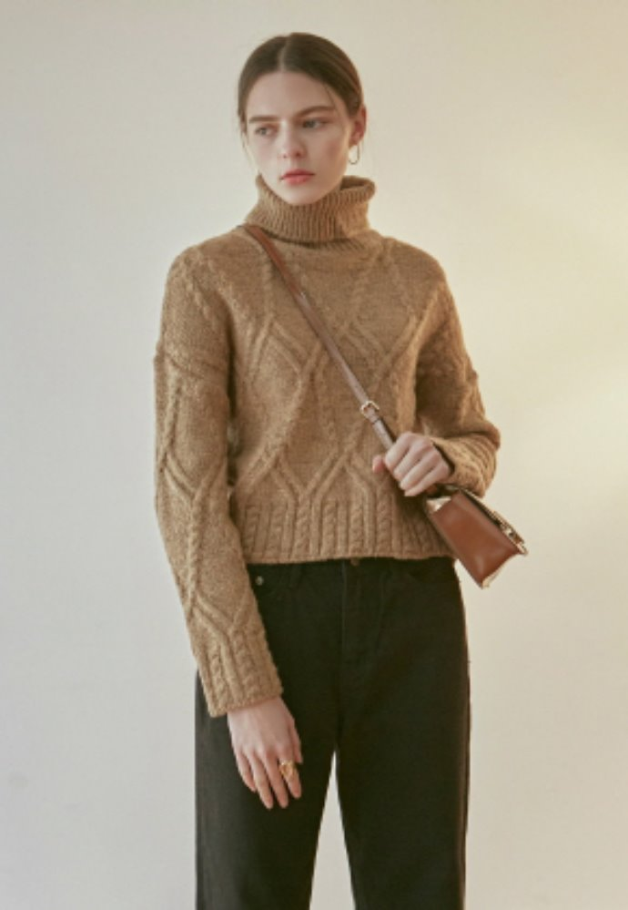 Nicknnicole닉앤니콜 CABLE CROP TURTLE KNIT_CAMEL