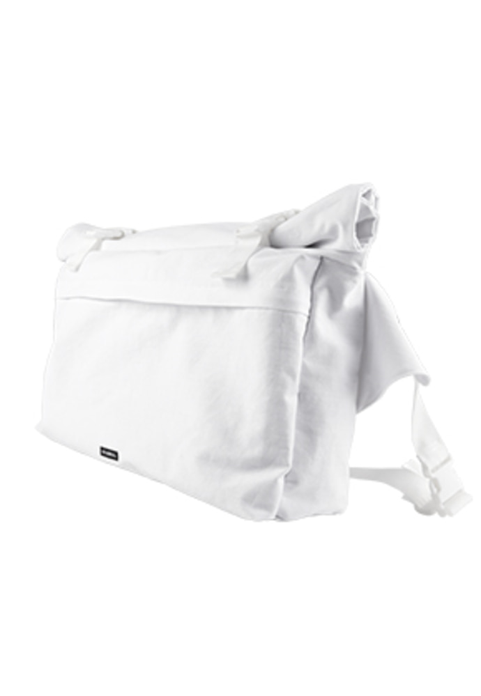 AJO BY AJO아조바이아조 Oversized Cotton Messenger Bag [White]