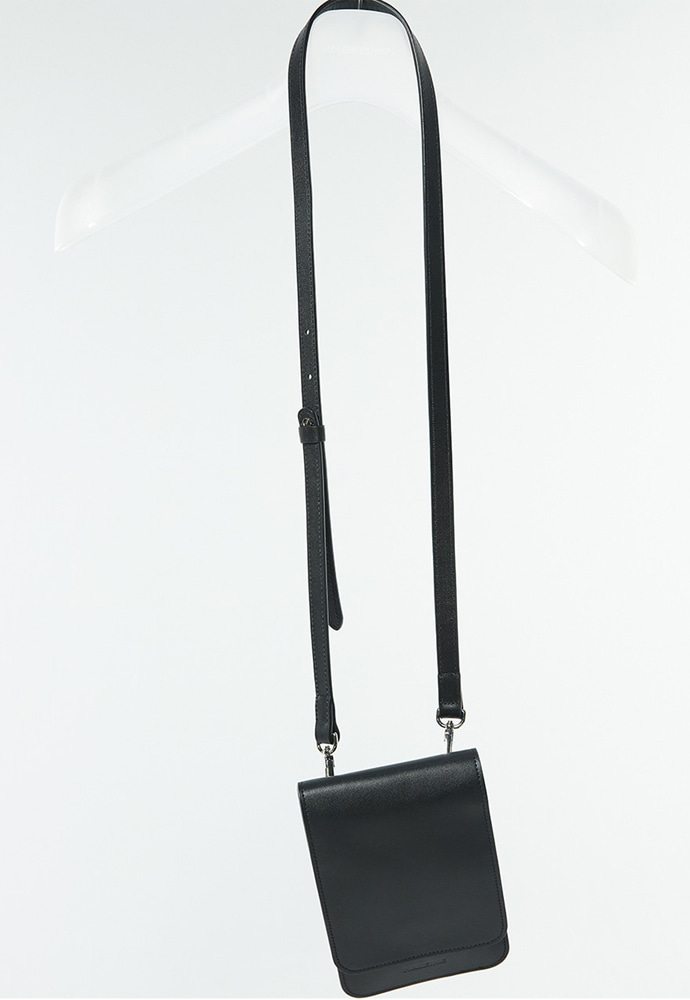 Haleine알렌느 BLACK leather strap bag(LA001)