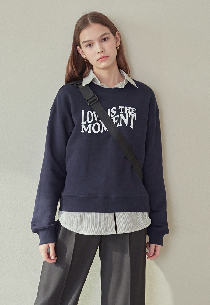 L'OEIL로에일 MOMENT LETTERING SWEATSHIRT_NAVY